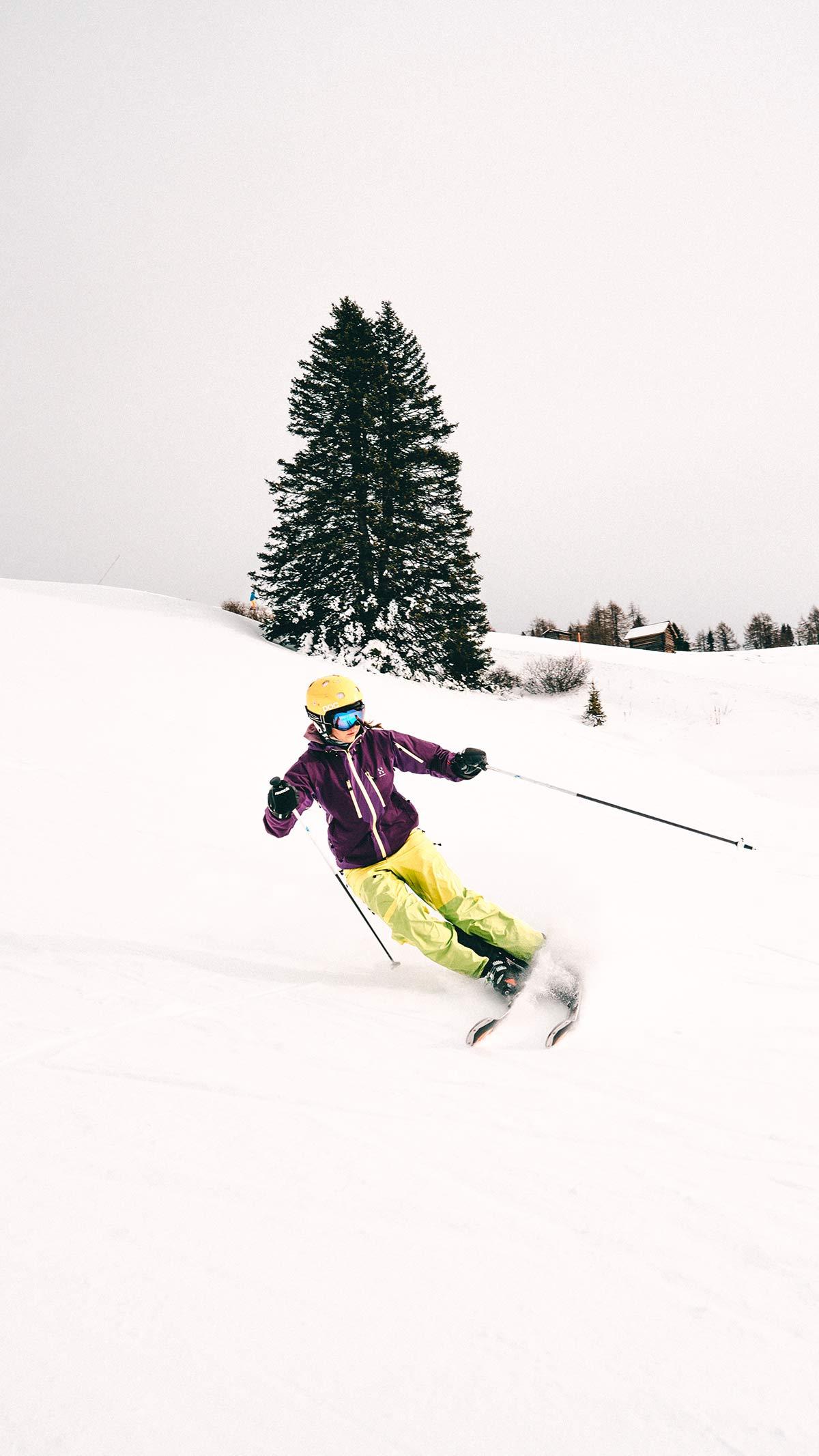 Skifahrerin im Skigebiet Alta Badia