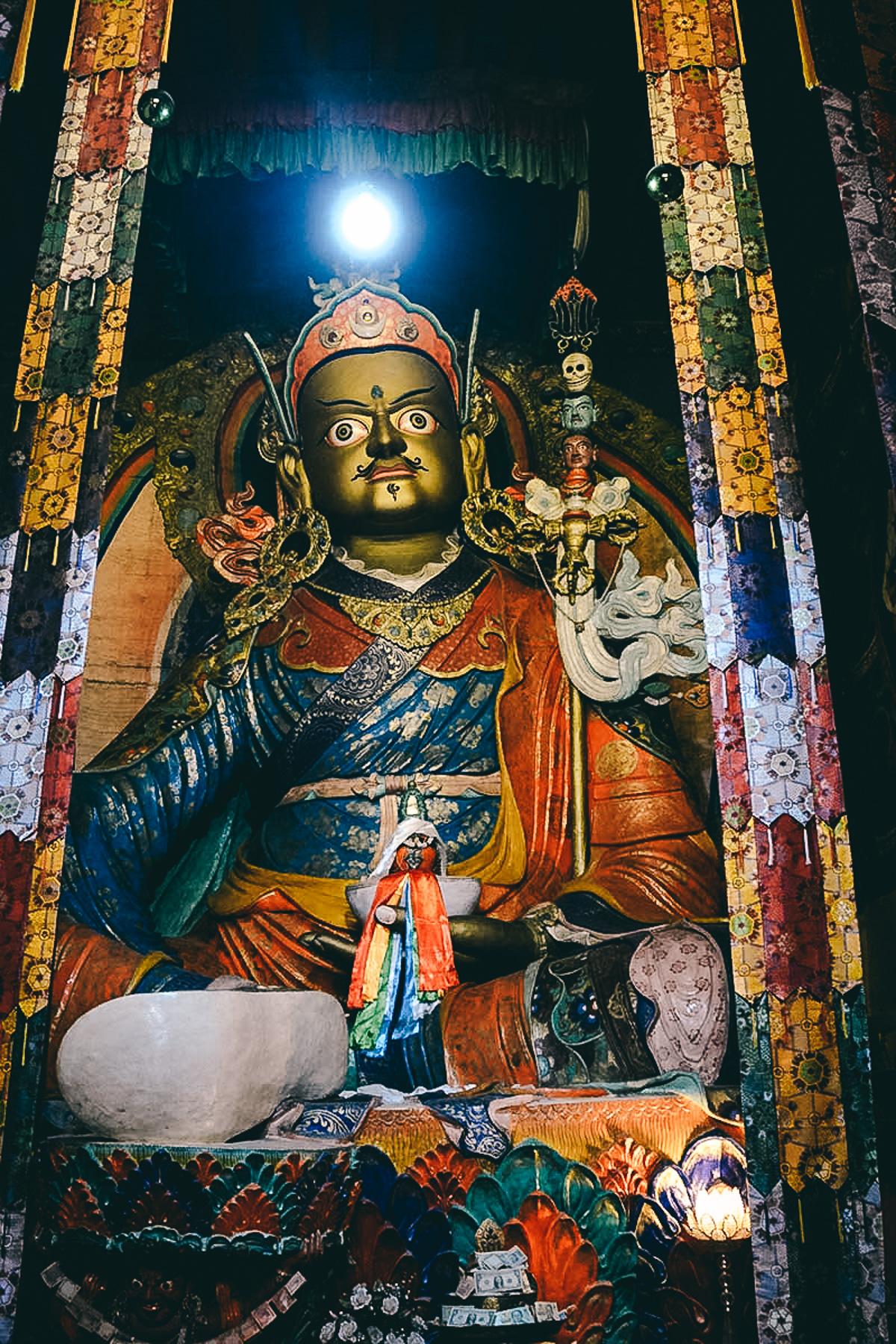 statue von Padmasambhava im Hemis-Kloster