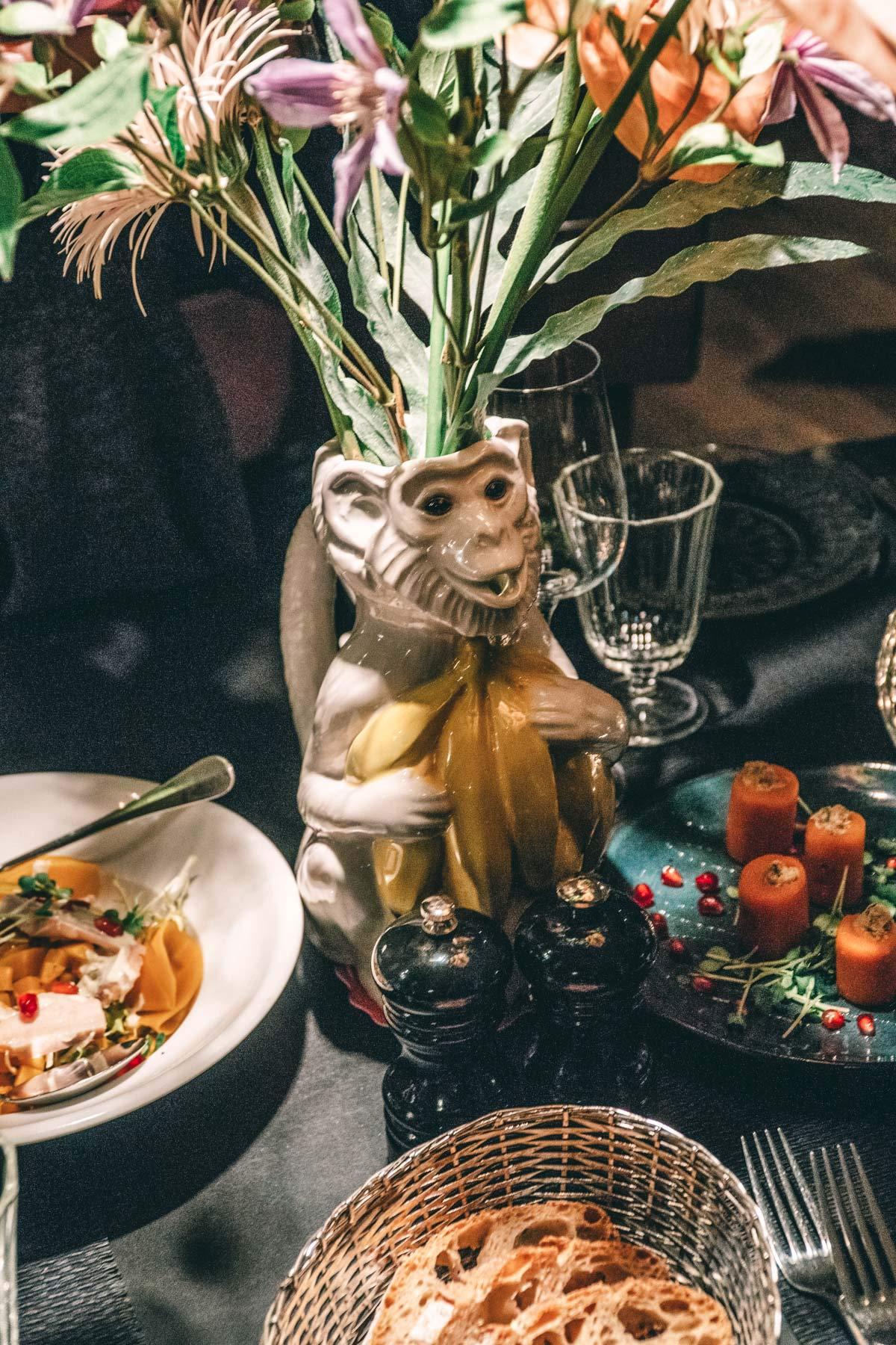Vase im Cafe Ansari