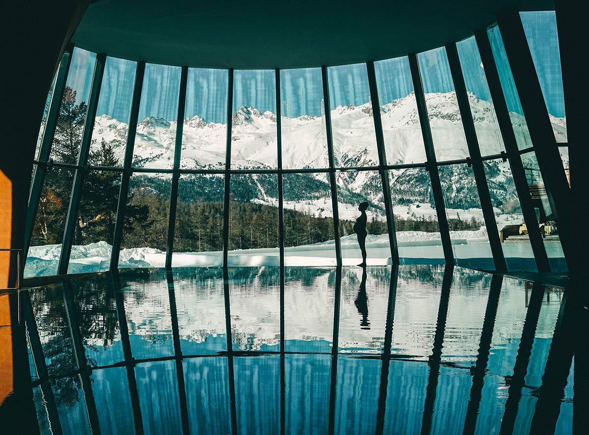 Grand Hotel Kronenhof Pool mit Bergblick