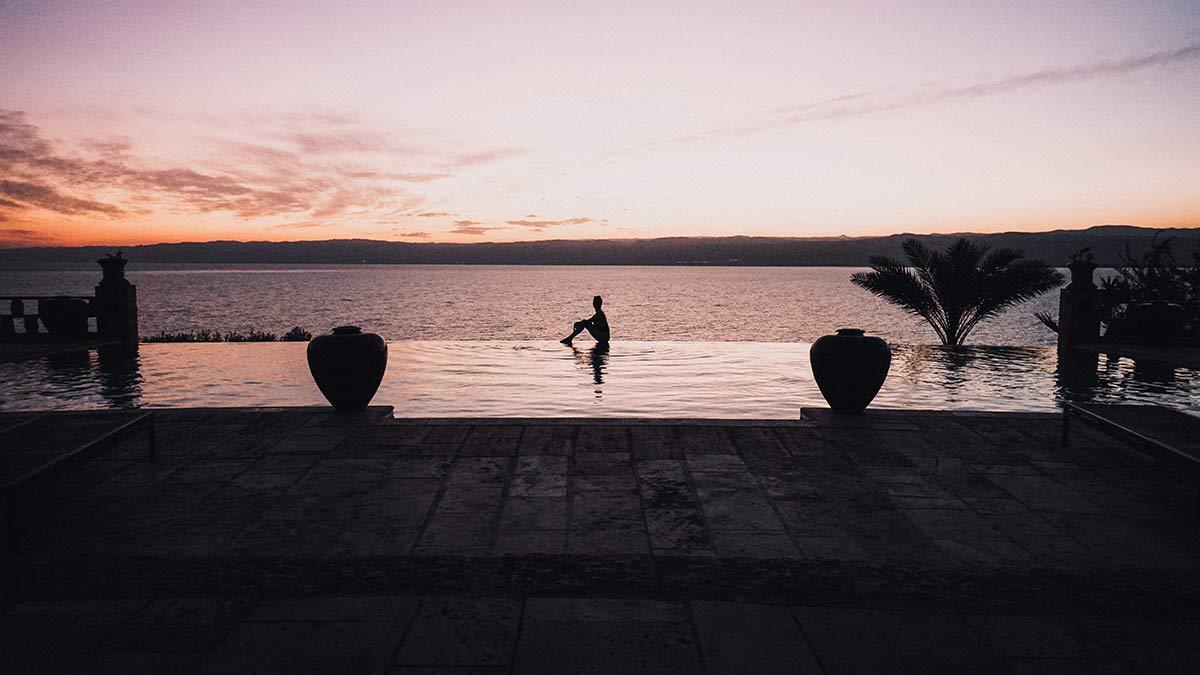 Totes Meer Zara Spa Infinity Pool Sonnenuntergang