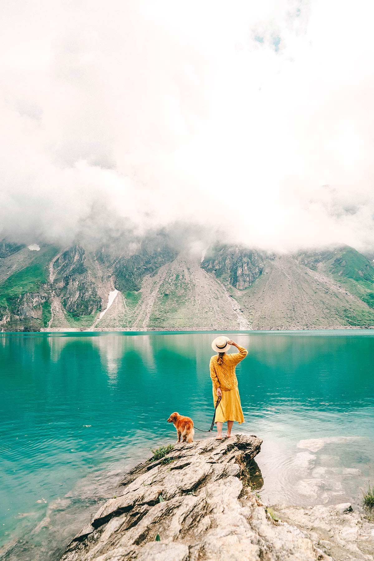 Bergsee Frau mit Hund
