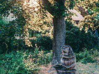 Gruene Achse Statue