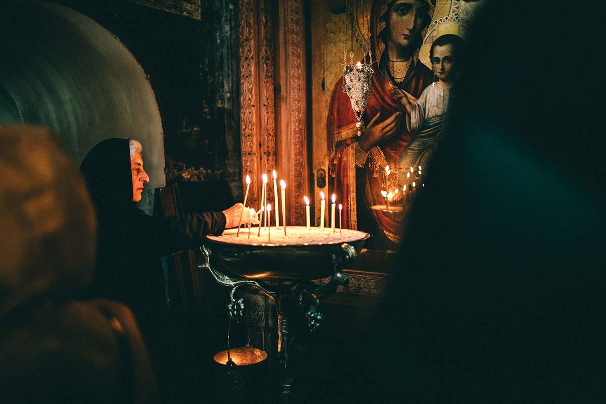 Eine Nonne im Kloster