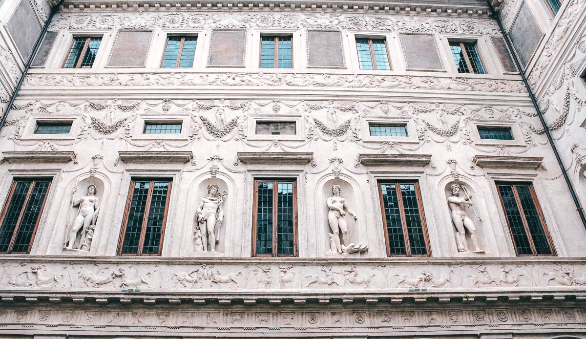 Innenhof Fassade des Palazzo Spada