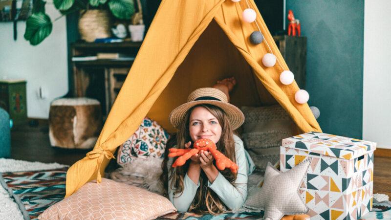 Christine Neder im Zelt