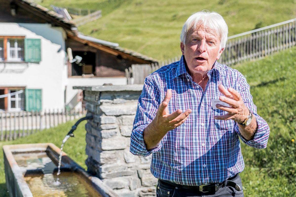 Philipp Vieli bei Dorffuehrung in Vals