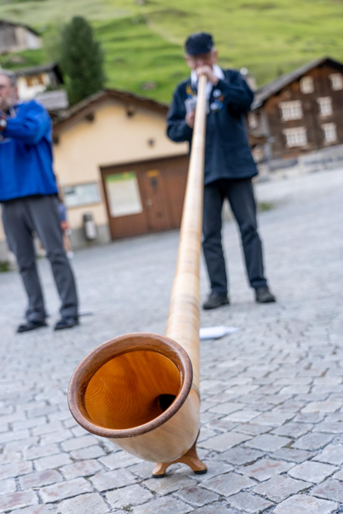 Traditionelles Alphorn in Vals