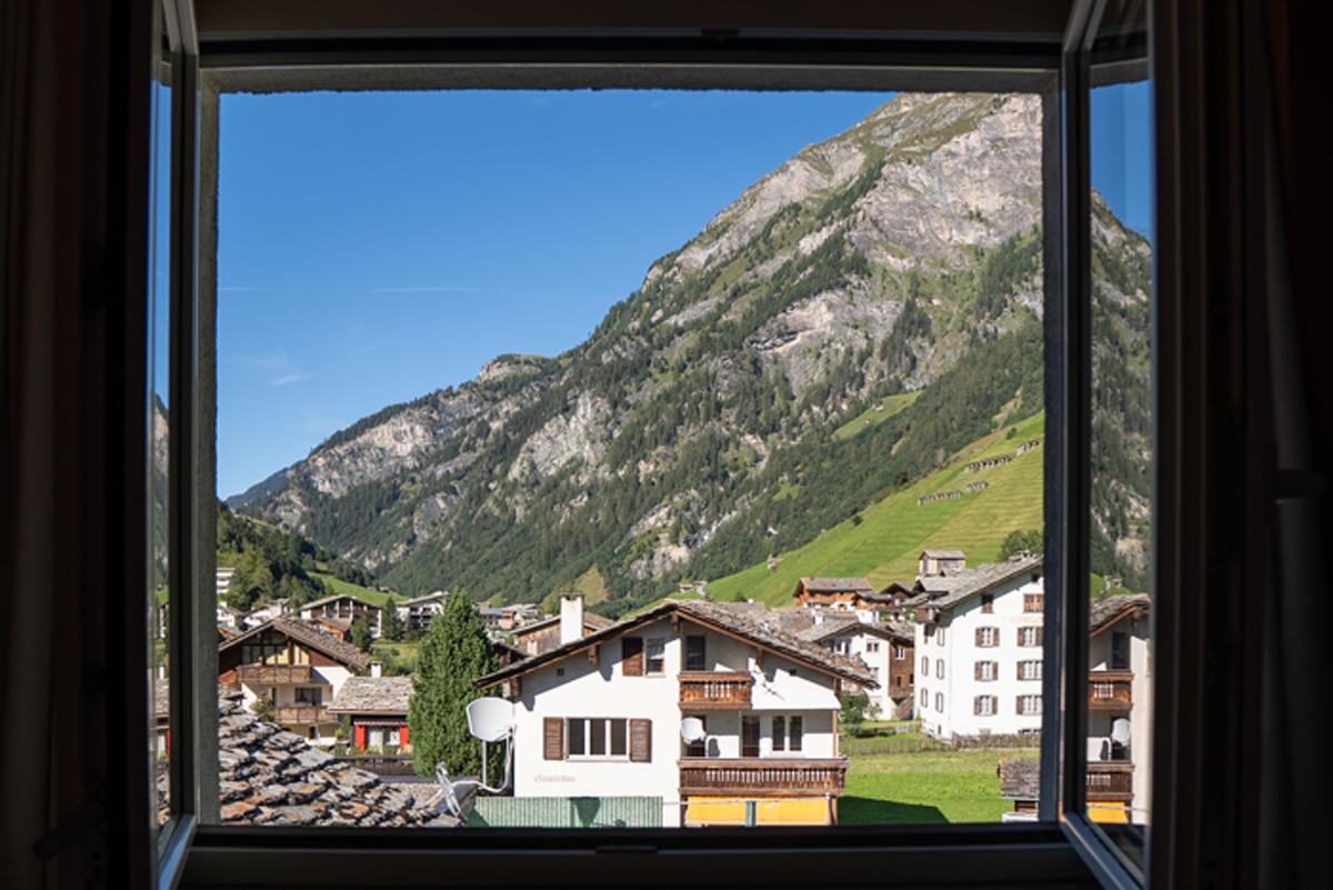 Vals in der Schweiz Blick aus dem Hotel Alpina in Vals