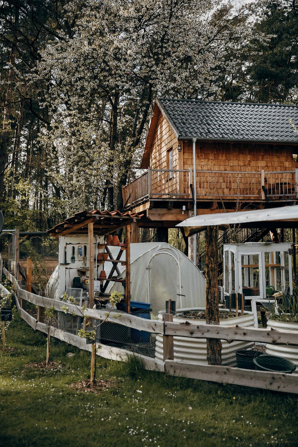 Baumhaus und Gemuesegarten Muetzingen