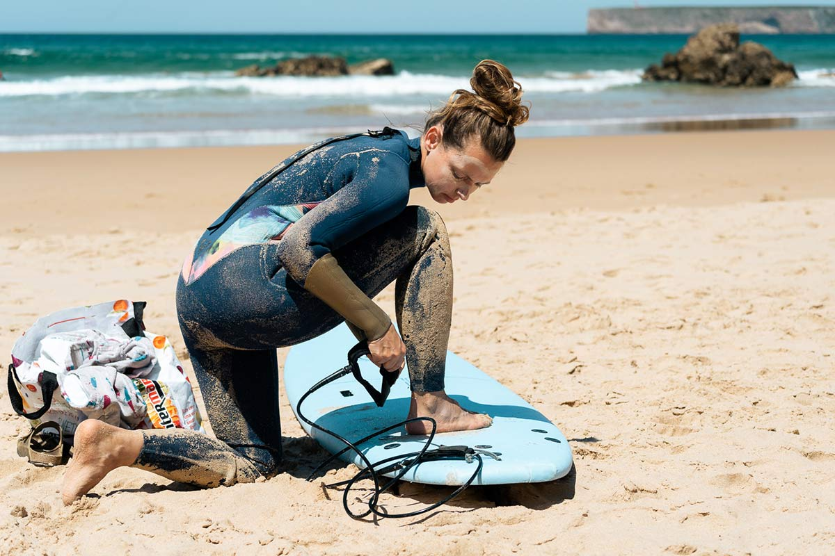 Christine am Strand in Portugal