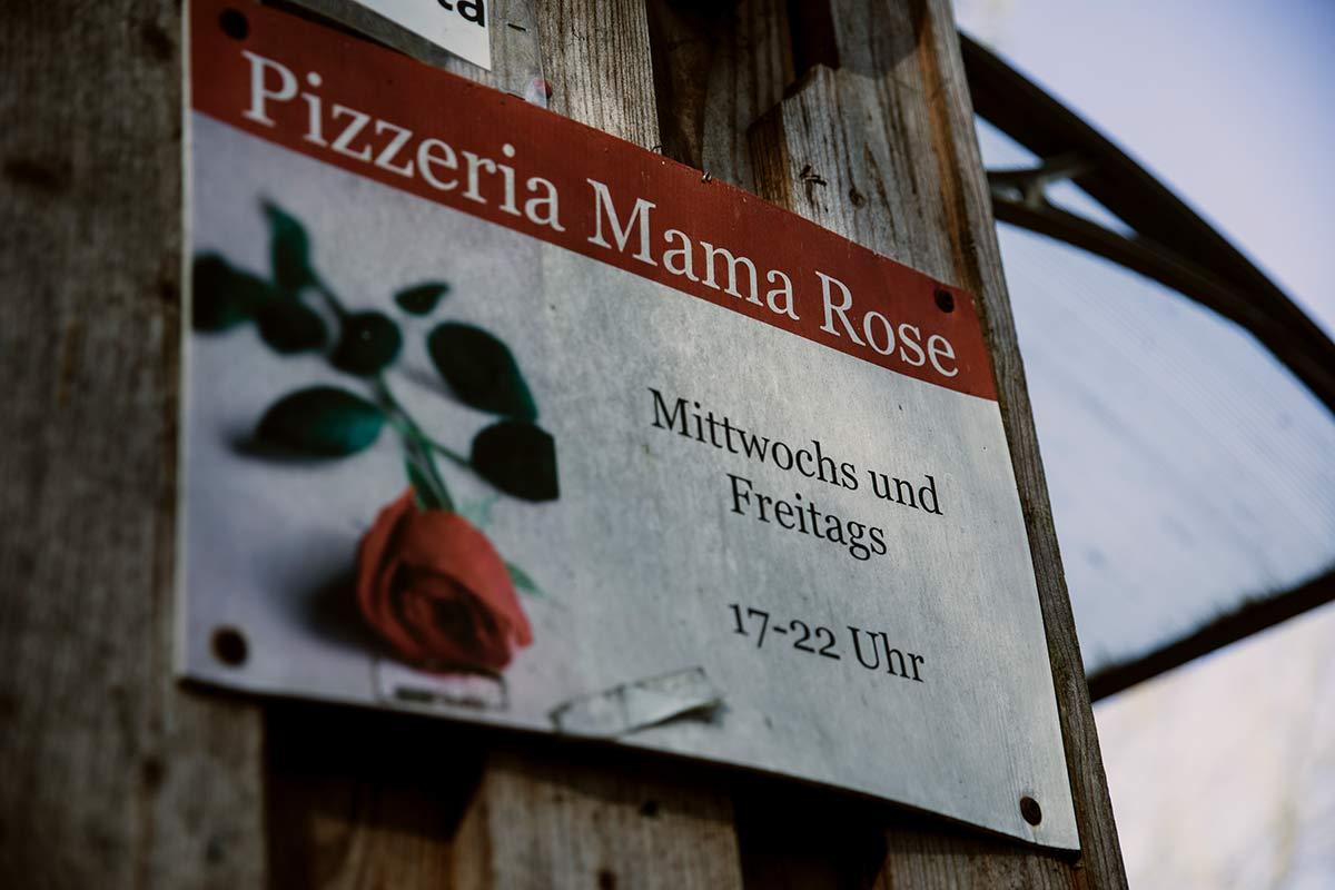 Pizzeria Mama Rose Schild