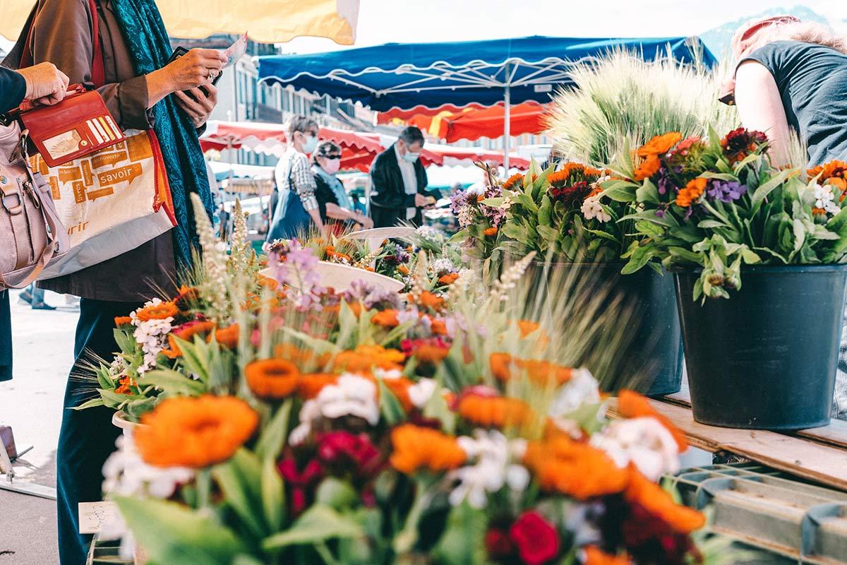 Blumen auf dem Marktplatz in Vevey