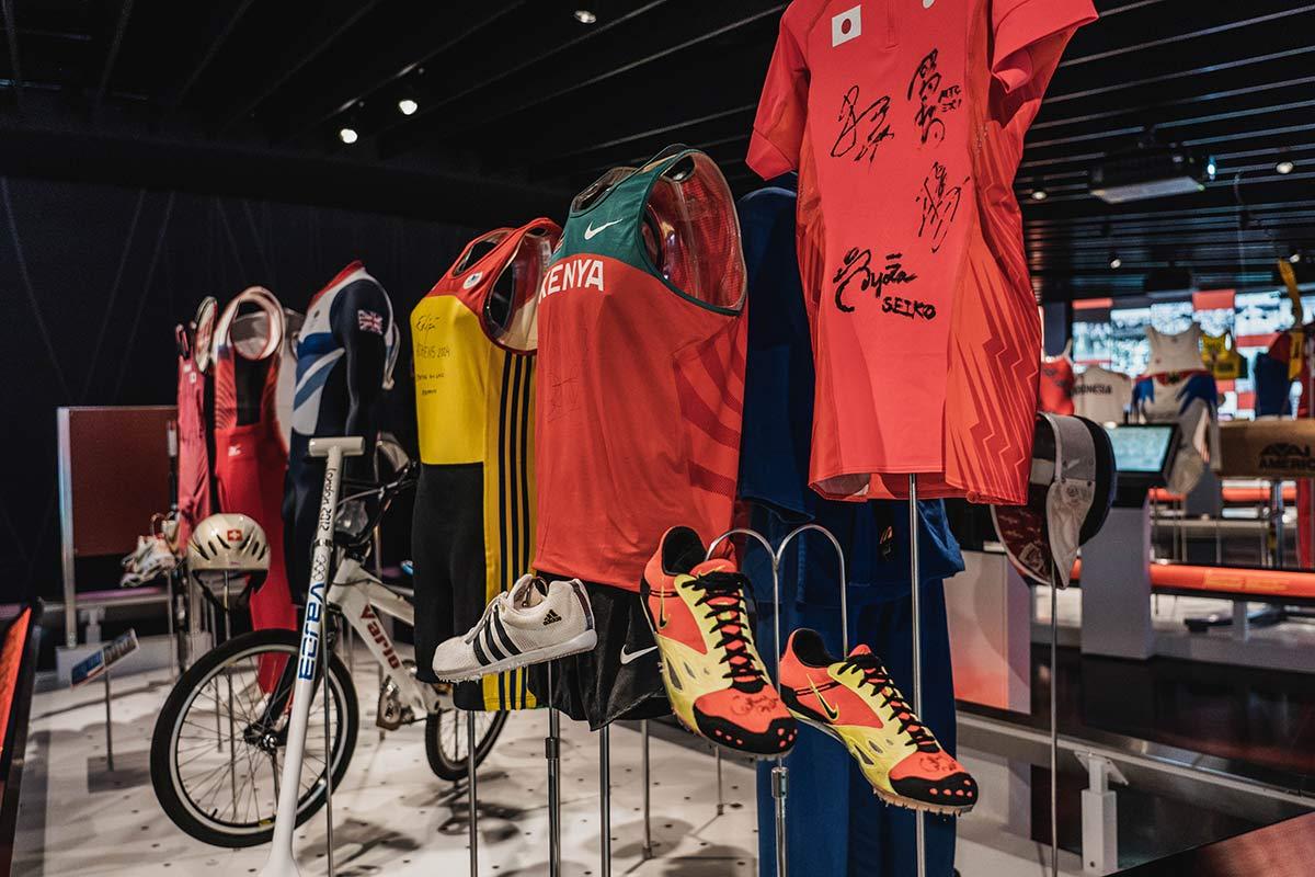 Trickots im Olympischen Museum Lausanne